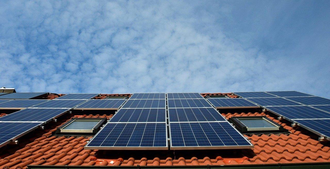 Solarni paneli na krovu obiteljske kuće